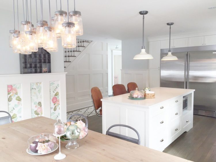 white_country_kitchen_farmhouse_pendants_shaker_cabinets