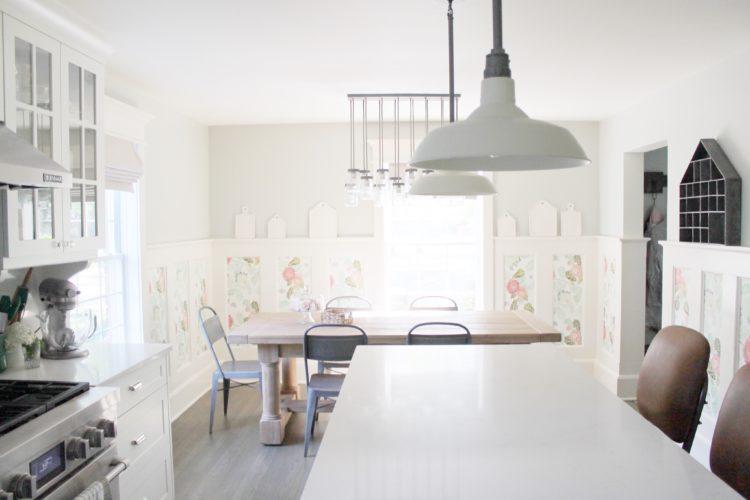 white_farmhouse_kitchen_barn_pendants_wallpaper