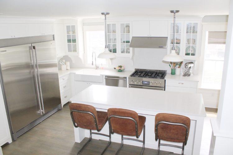 farmhouse_white_kitchen_jennair_range