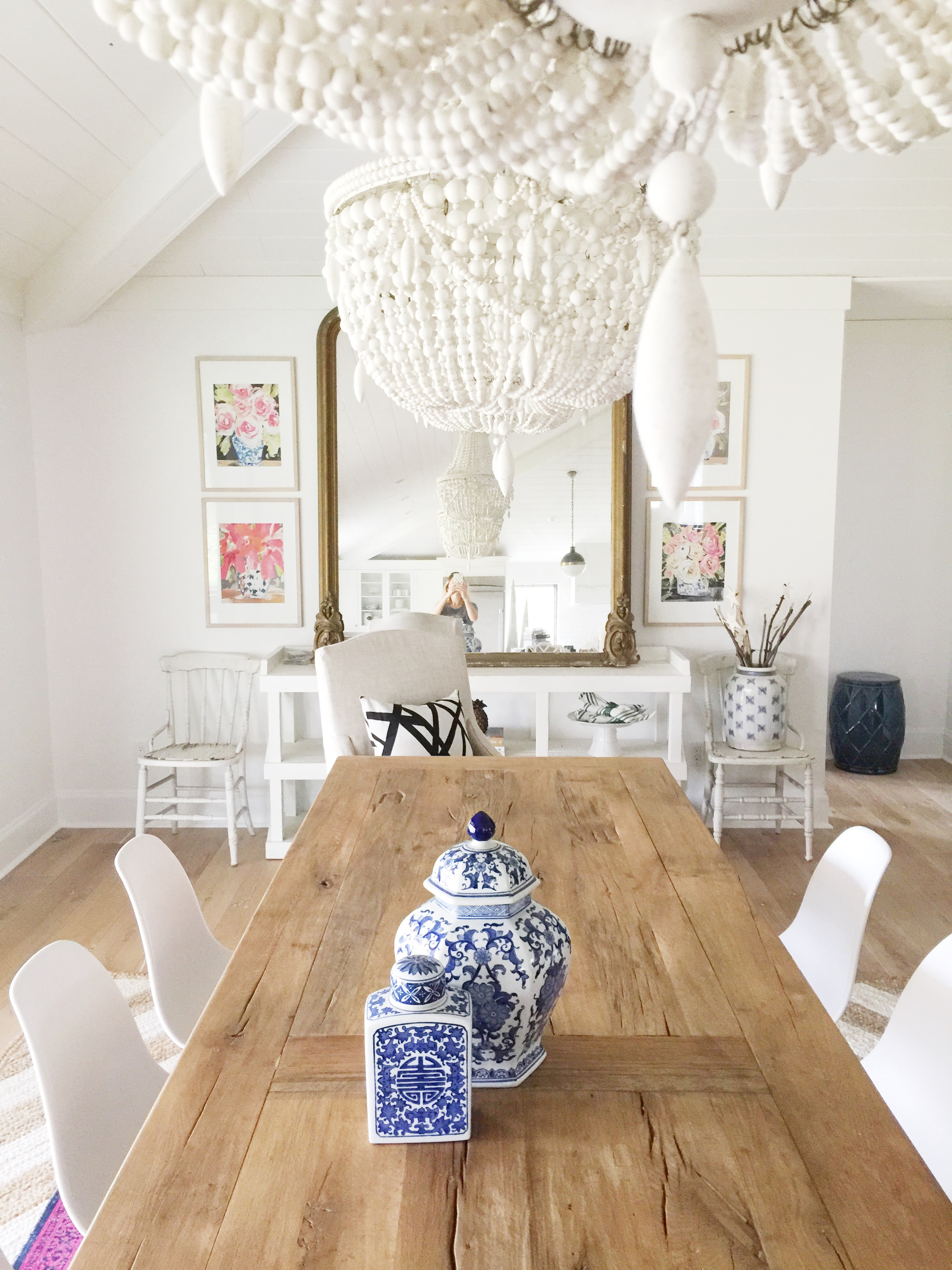 farmhouse_table_white_wood_chandeliers_ginger_jars