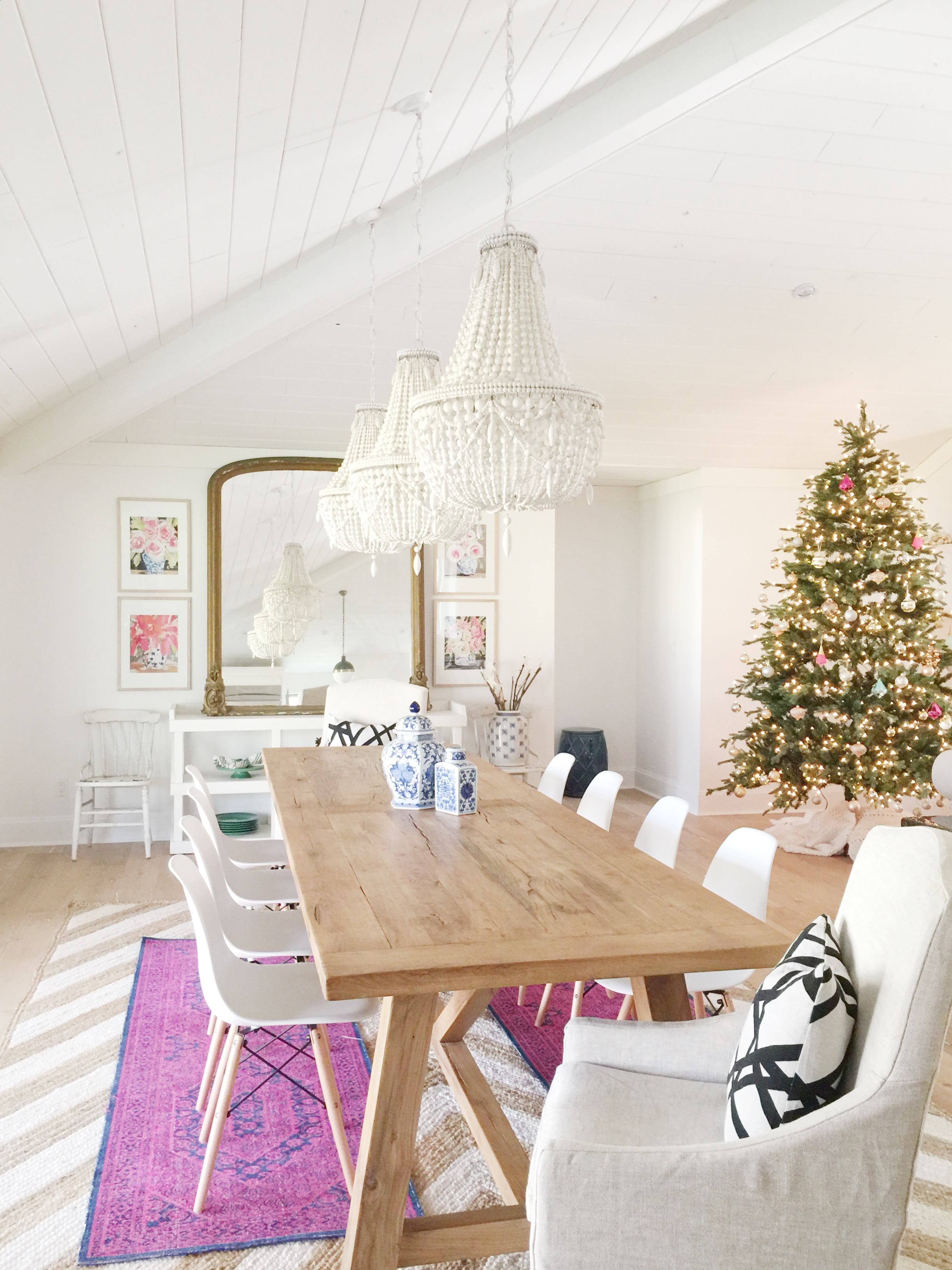modern_boho_farmhouse_dining_room_chandeliers