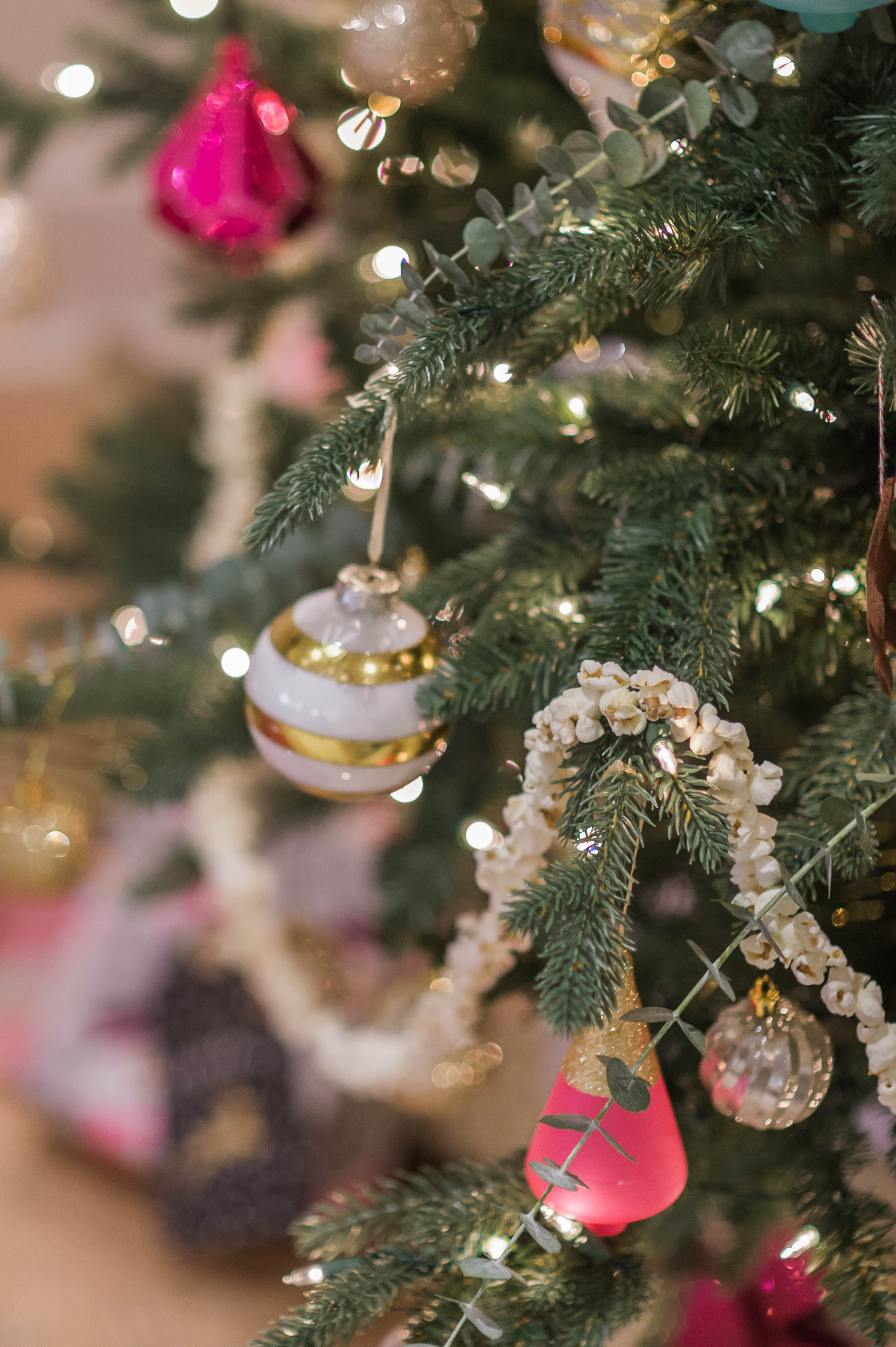 christmas_tree_eucalyptus_fresh_greens_magenta_popcorn_garland