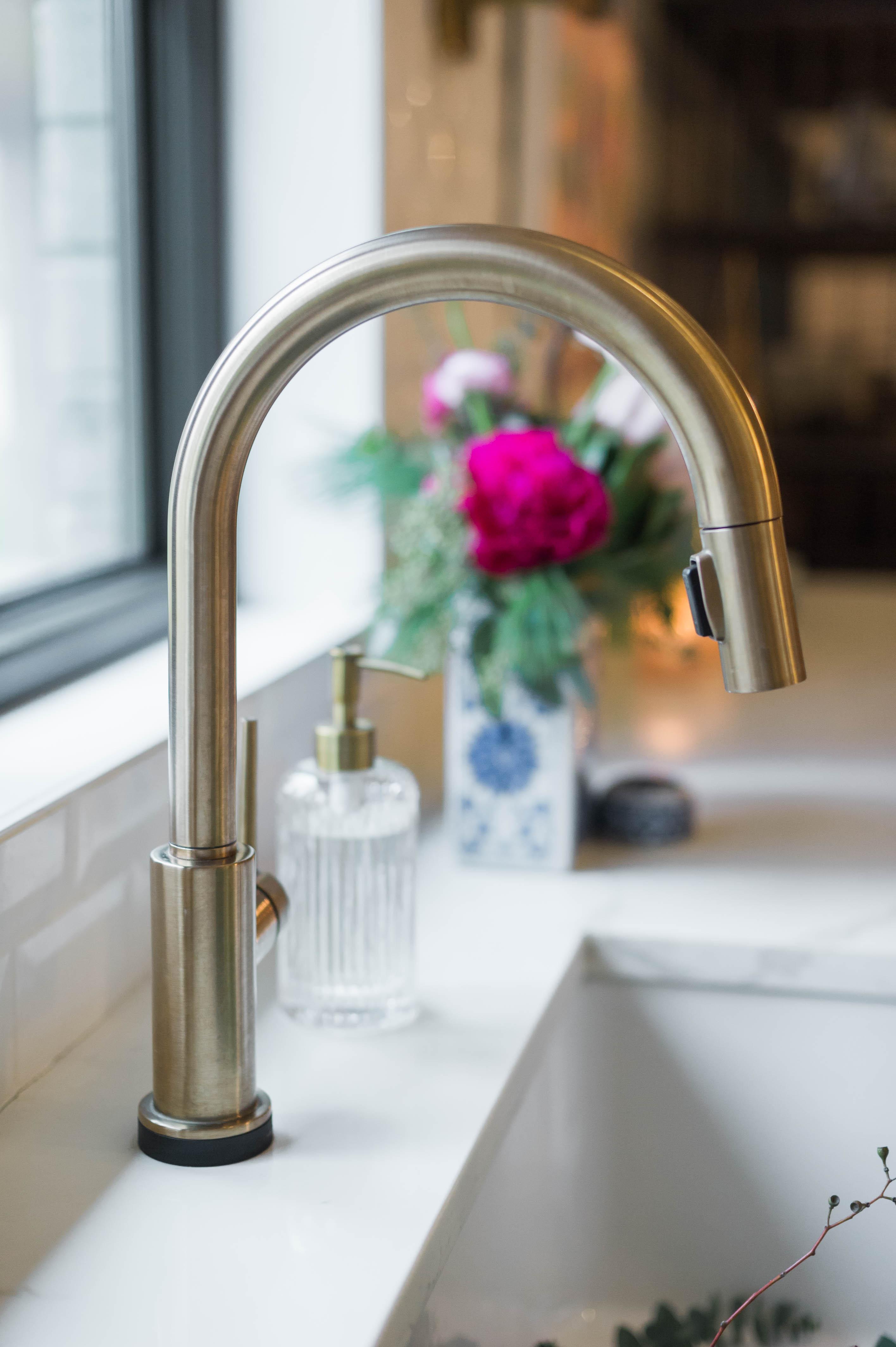 Delta_trinsic_faucet_champagne_bronze