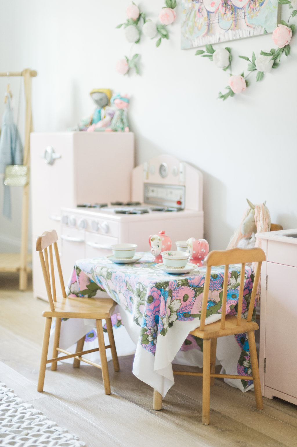 2) Little Girl Room Ideas With Purpose: Art Work