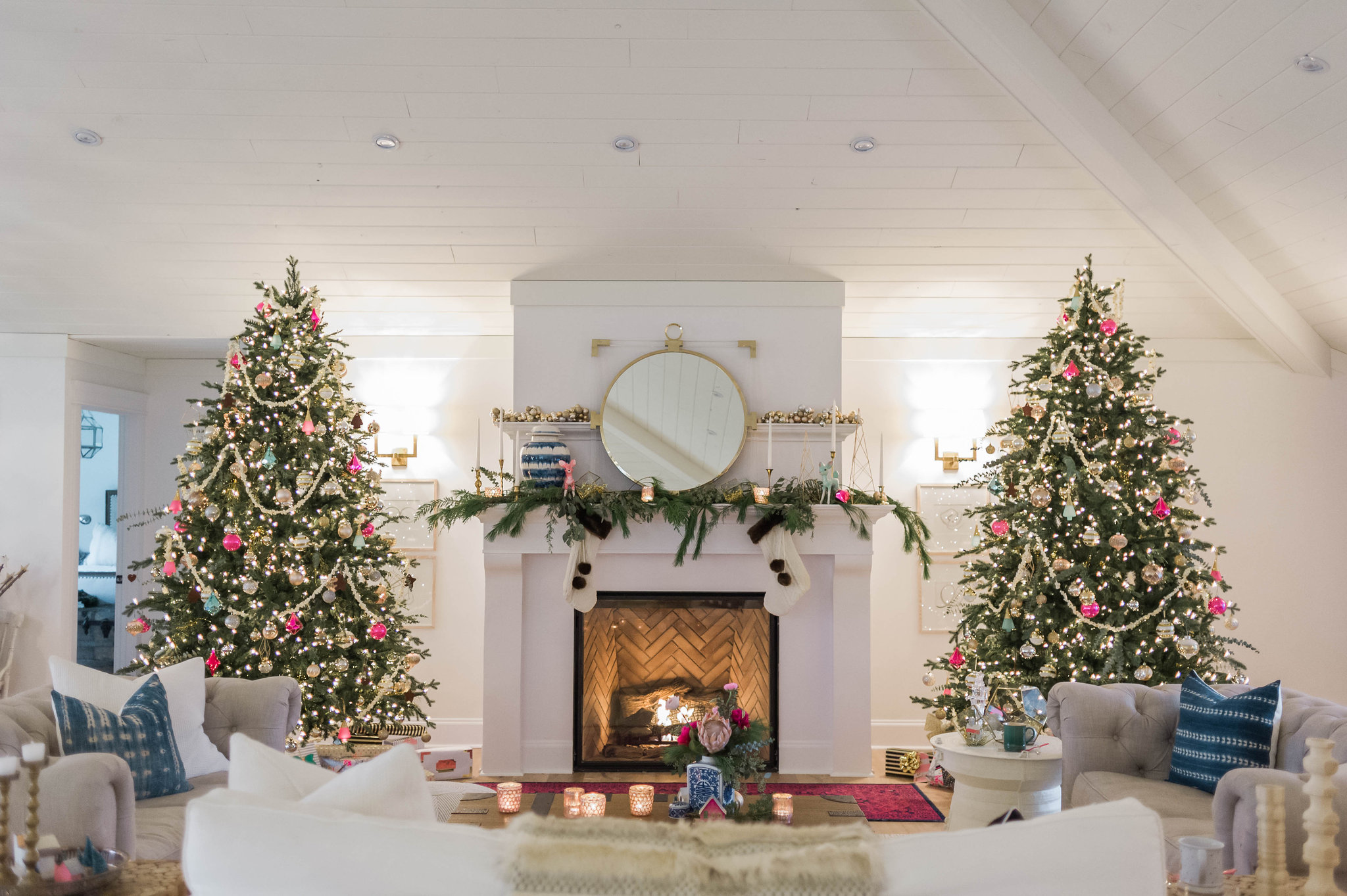 this decor is actually featured right now in better homes and gardens christmas ideas magazine there is also a holiday dining room and kitchen tour too - Christmas Decorating Tips