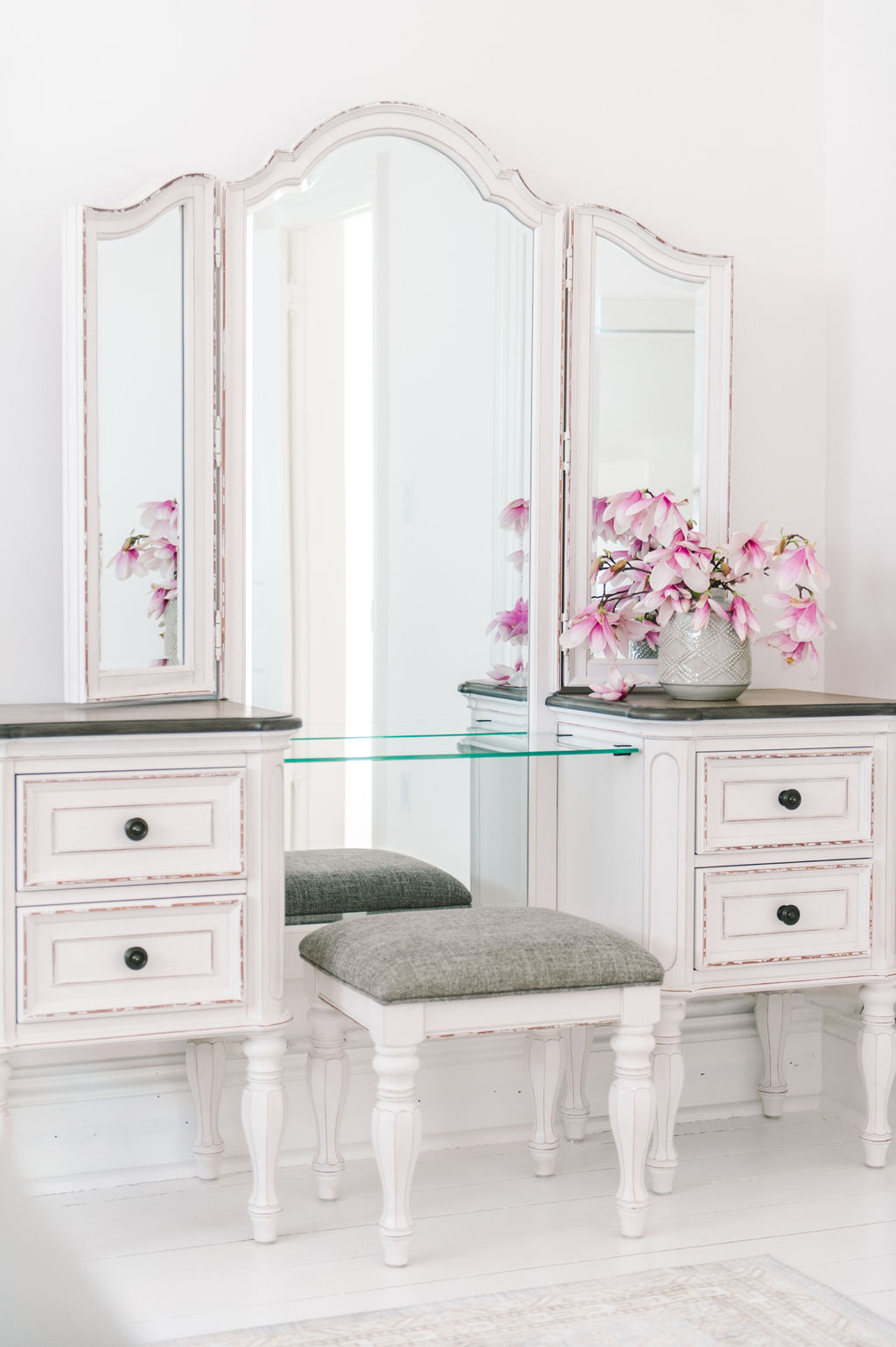 Dream Master Bedroom Antique Farmhouse Makeup Vanity The Leslie Style