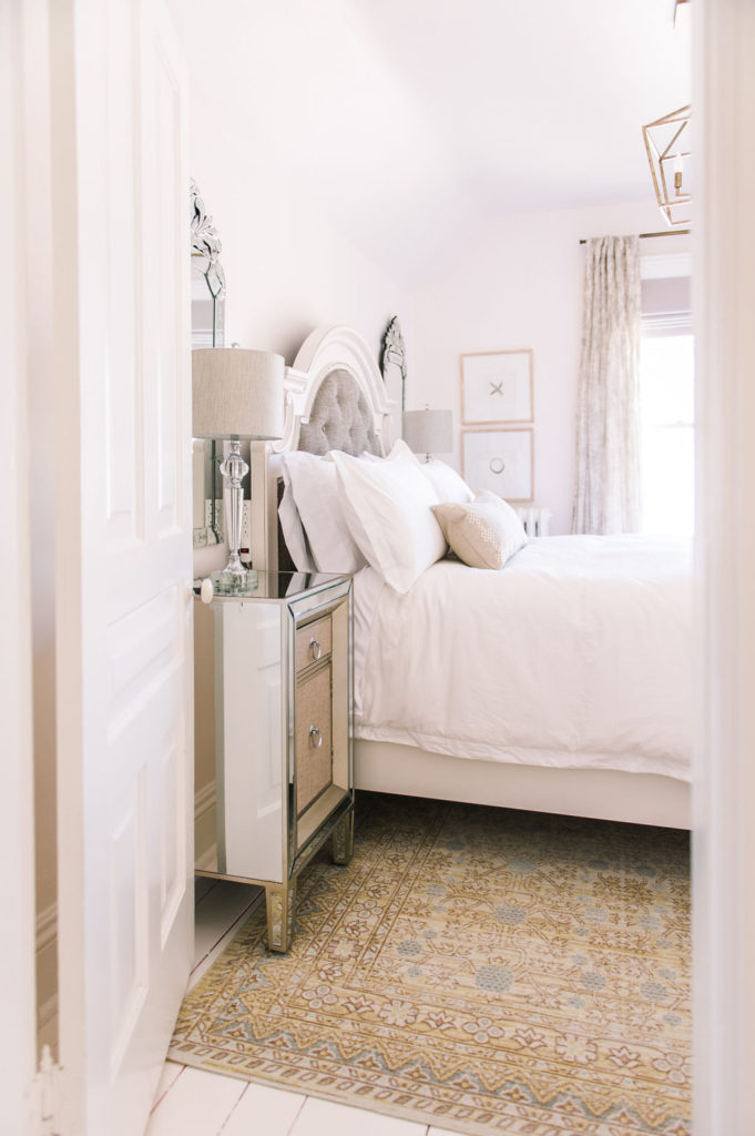 3 Tips To Maximize Space And Style In A Small Bedroom The Leslie Style
